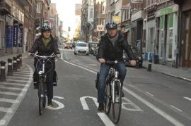 Cyclistes dans la circulation à Namur