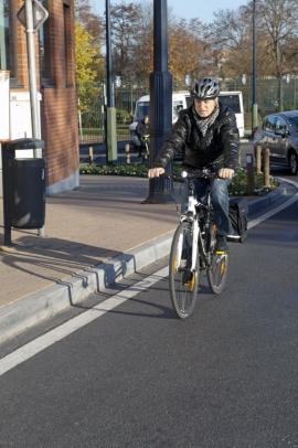 Cycliste dans la circulation à Namur