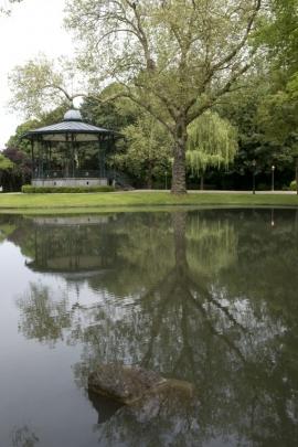 Péruwelz - Parc communal Simon .