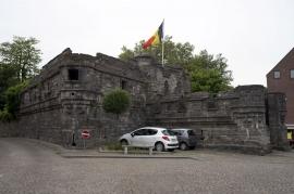 L'entrée sud-est du Château d'Antoing est protégée par un bolwerk (impressionnant bastion fortifié) qui fut construit au XVe siècle par Jean de Melun, baron d'Antoing.  Situé au coeur de la ville d'Antoing, les origines du château remontent au XIIème siècle.