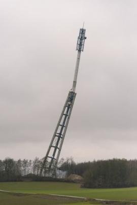 Dynamitage de la tour de télécommunication Proximus (ex-Belgacom) à Vedrin (Namur) le 3 mars 2016 par le groupe WANTY situé à Binche, une entreprise wallonne au savoir-faire reconnu.