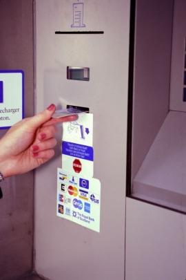 distributeur de billets.
