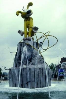 Rond-point Yernaux, statue du Marsupilami.