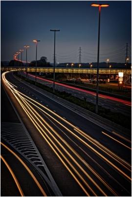 Autoroute E42, graphisme, circulation la nuit.