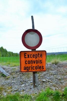 Panneaux routiers. (agriculteurs)