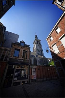 Vieux Namur, église Saint-Jean-Baptiste vue de la place Marché aux Légumes.