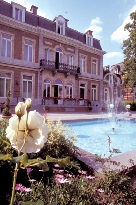 L'Elysette abrite les bureaux du ministre-Président wallon ainsi que sa résidence de fonction, elleest sur la rive droite de la Meuse à Jambes.