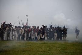 Reconstitution de la bataille de Wavre dite « la Bataille oubliée ». Les 18 et 19 juin 1815, Français (sous le commandement du Maréchal Grouchy) et Prussiens (sous les ordres du Général von Thielmann) se livrent des combats meurtriers se terminant par l'ultime victoire impériale.