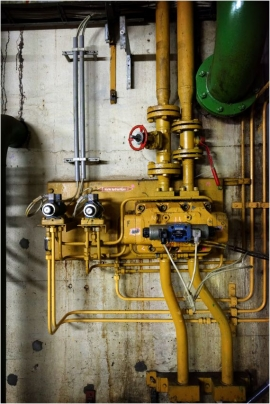 Barrage de l'eau d'Heure, machinerieet équipement hydro-électrique.
