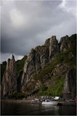 Dinant. Le rocher Bayard est une spectaculaire aiguille rocheuse d?une quarantaine de mètres de haut se trouvant en bord de Meuse.