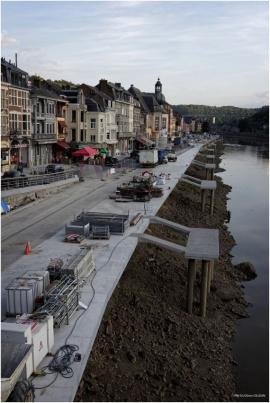 Chômage de la Meuse et aménagement des quais à Dinant.