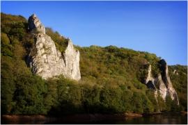 La Meuse en chômage et les rochers à Waulsort (Hastière).