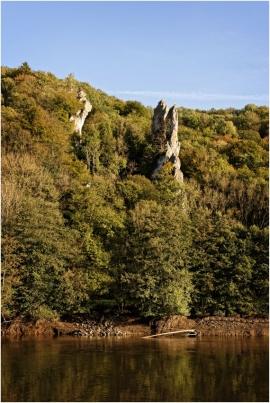 Les rochers à Waulsort (Hastière) lors du chômage du fleuve.