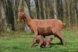 La chèvre Eglantine et Désiré, sculpture de Xavier Embise de Nassogne (© Xavier Embise).