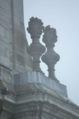 La basilique de Saint-Hubert, patron des chasseurs, dans la brume automnale.