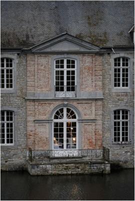 Village de Noël au château d'Annevoie (Anhée). Façade du château et jardins.