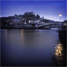 Namur, la Meuse et la Sambre (vue de nuit).