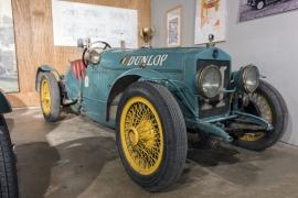 Musée du circuit de Francorchamps à l'abbaye de Stavelot (voitures et motos anciennes).