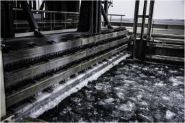 Dégagement de la glace sur le canal du Centre à l'ascenseur funiculaire de Strépy-Thieu et aux alentours.