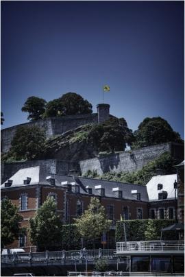 Vue sur la Citadelle de Namur et le Parlement wallon.