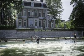 Compétition sportive sur la Meuse (devant l'Elysette).