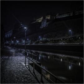 Vue sur la Citadelle de Namur, la nuit.